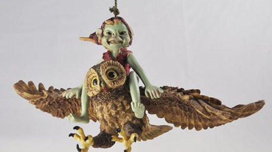 Pixie Flying an Owl (Rope Hanging)