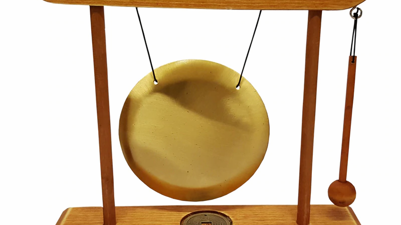 Table Gong in Light Wood