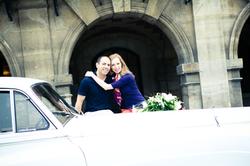 пара и свадебная машина