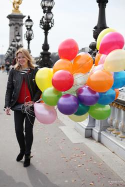 С воздушными шарами!