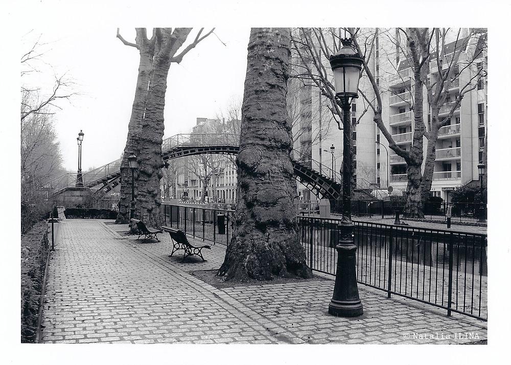 Маленький сквер на канале Saint-Martin. Одно из любимых мест парижан. Несколько мгновений тишины