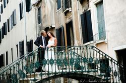На мосту в Венеции