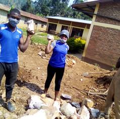 마을작업에 참여하는 학생들