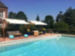 Vue de la piscine du manoir des Tuileries du Buisson