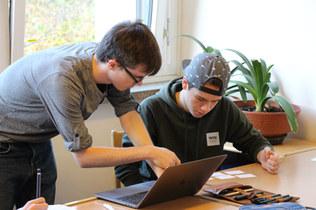 Die Oberstufen-Schüler bei der Freiarbeit