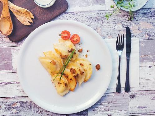 Pierogi z szarpaną wieprzowiną i masłem ziołowym