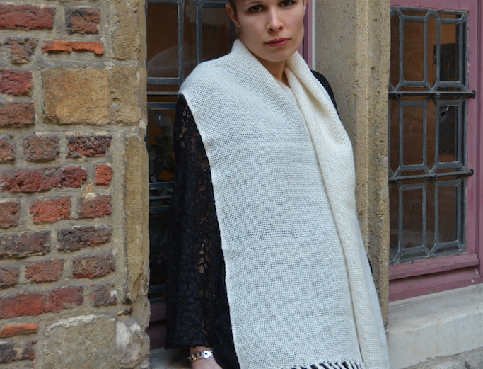 SCARF LA ARTESANAL IN CREAM