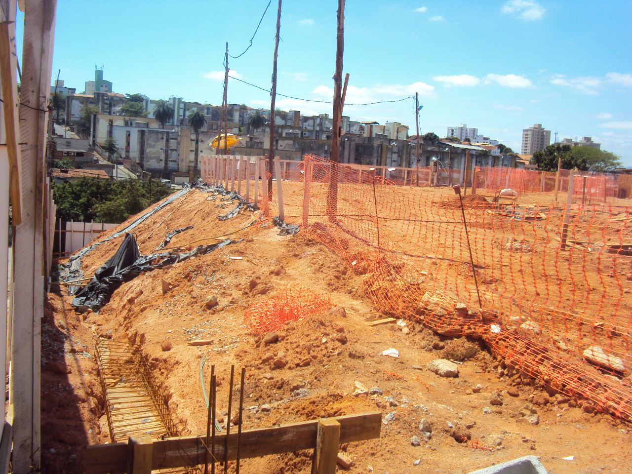 Construção da EMJL.