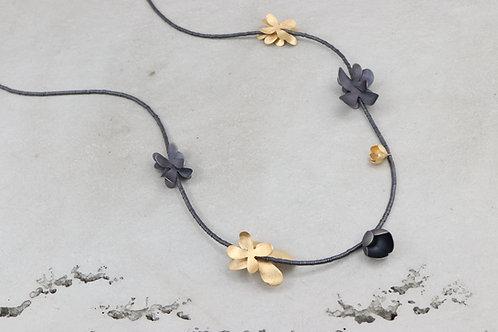 Halskette I Blüten