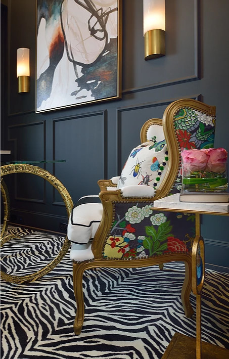 I love the Chinoiserie fabric and the bug pattern pillow. They're fun, unexpected additions to the savanna style. Image: veronicasolomon.com