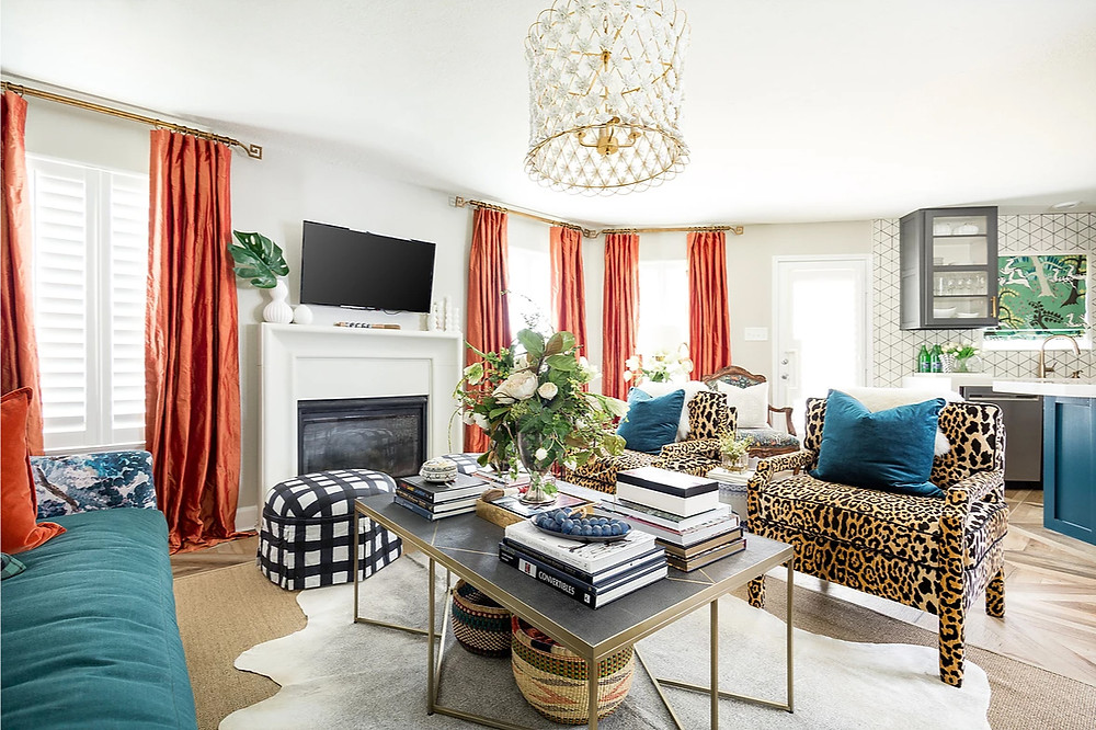 Fun leopard print chairs with coral and teal colour accents. I love the addition of the coil baskets under the table. Image: veronicasolomon.com