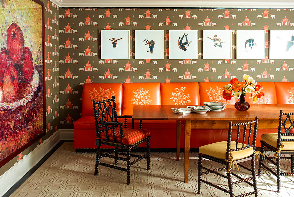 The painting and the orange seating create such a cohesive room! Image: Katie Ridder www.katieridder.com