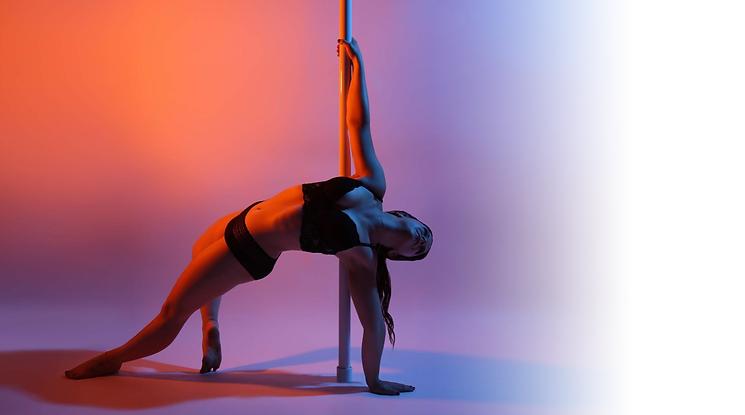 Titelbild Bahia Dance Pole Dance Studio Thun Modern Dance Stretching Yoga