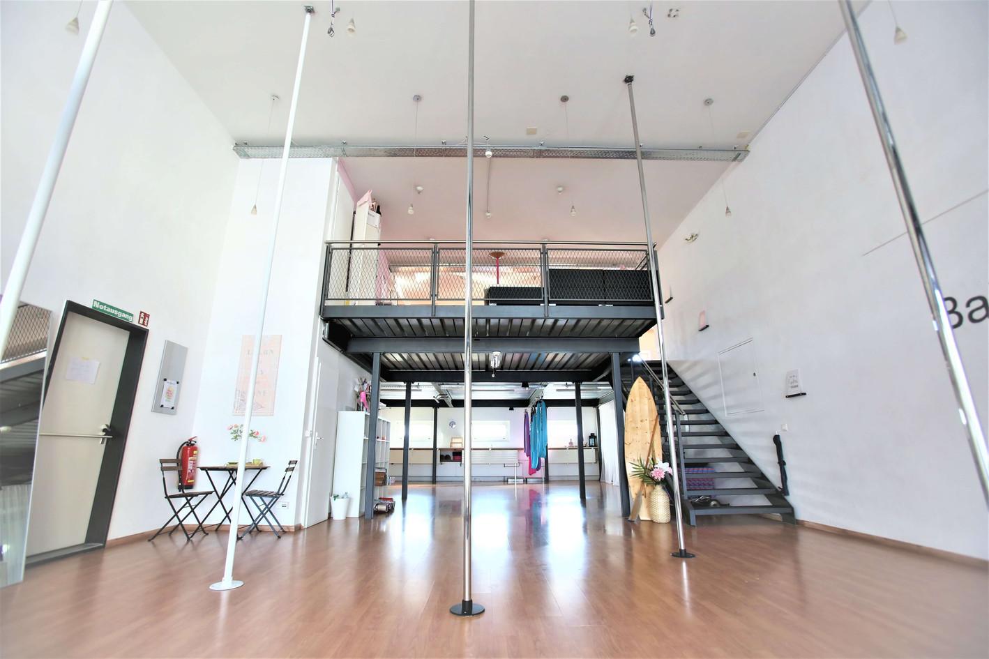 Pole Dance Studio Bahia Dance Thun.jpeg