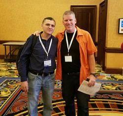Con Mike Adams