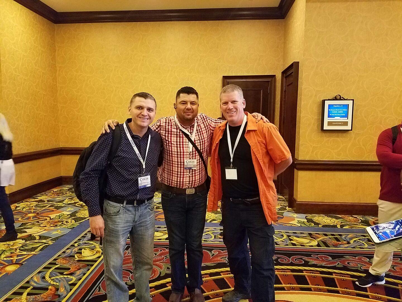Con Neto y Mike Adams