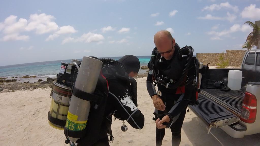 rebreathers divers bonaire