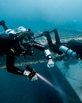 TDI-Divers-Explore-Large-Wreck-Sidemount