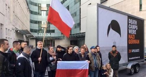 Manifestacja przed siedzibą BBC w Londynie Nazi German Death Camps Auschwitz Majdanek second world war holocaust jews polish poles extermination murder by Hitler Germany Kajetan Soliński