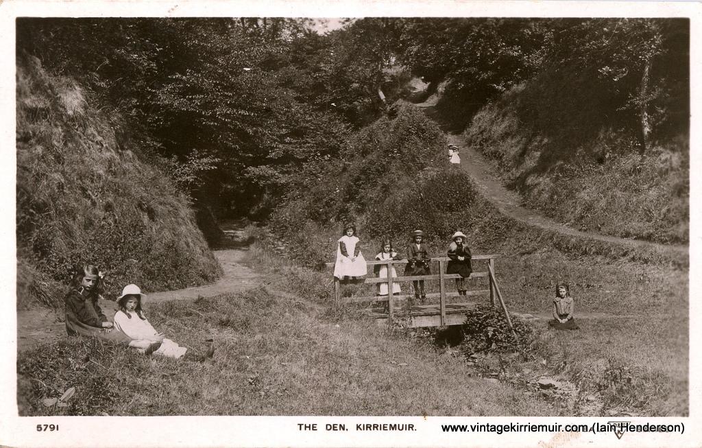 The Den, 1907