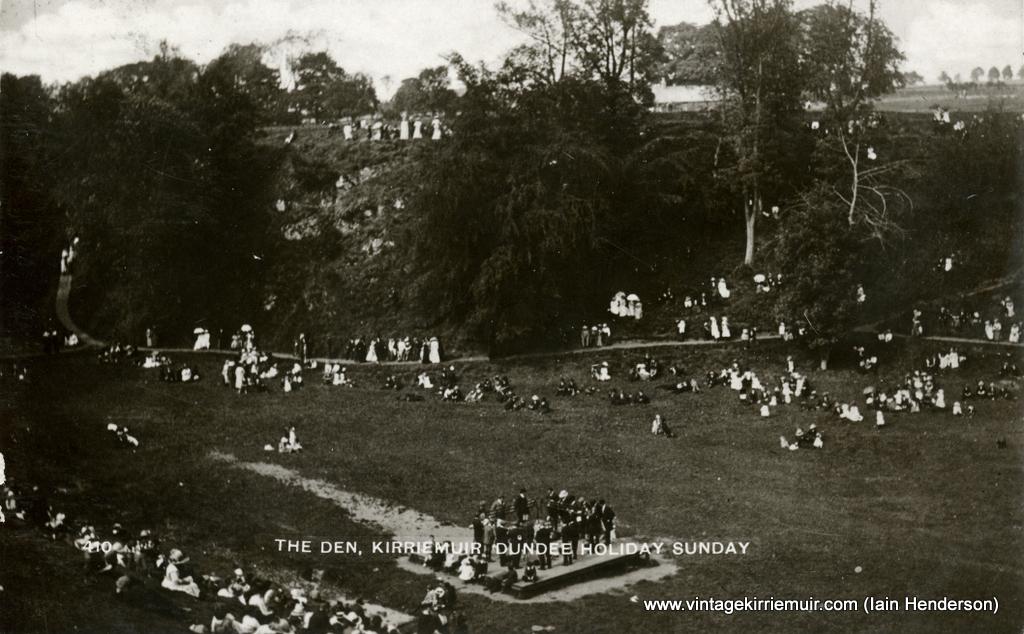The Den, Kirriemuir on Dundee Holiday Sunday (1914)