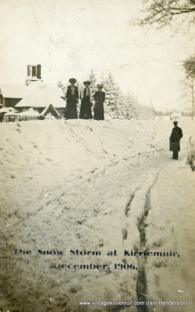Snow storm at Kirriemuir (1906)