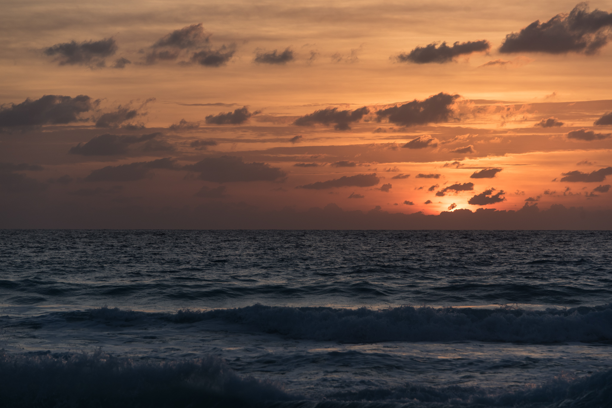2016-11-26 - Sunrise Stroll In Cancun - 026