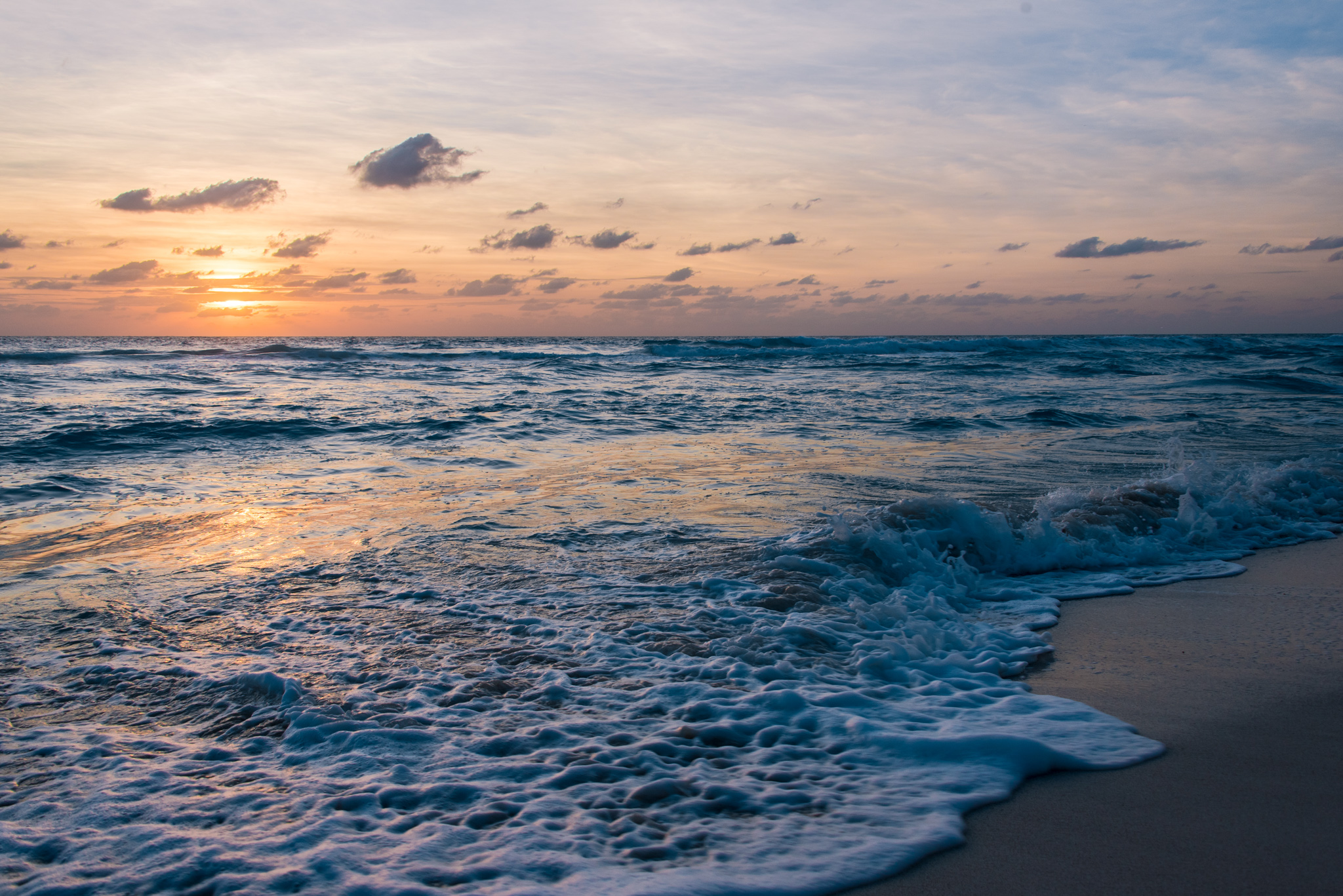 2016-11-26 - Sunrise Stroll In Cancun - 042