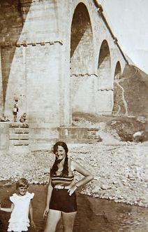 Barbara Młott pierwsza od prawej