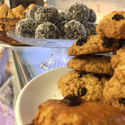 Energy balls, cookies and cakes
