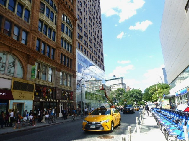 オフィス前の通り