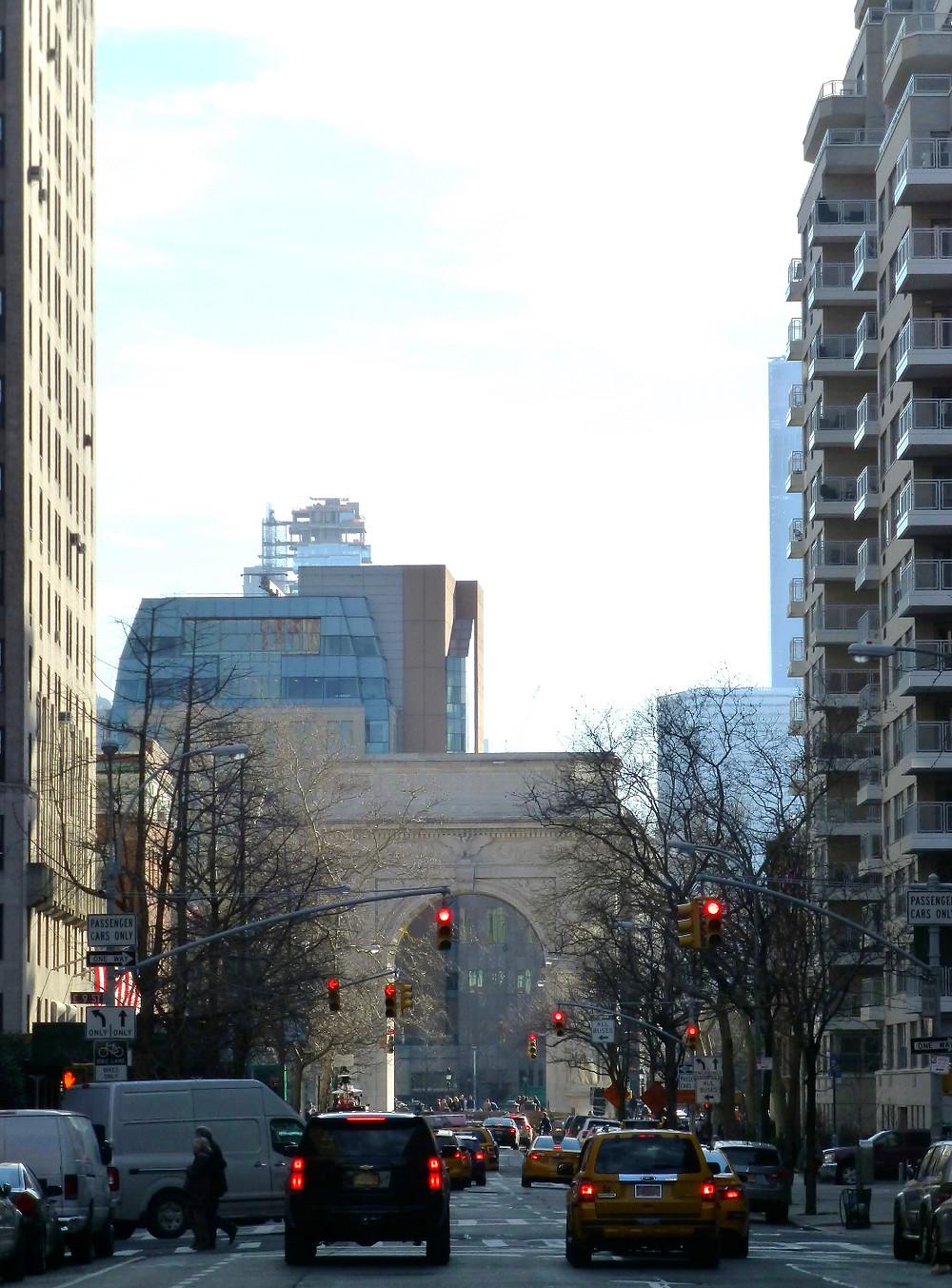 ワシントンスクエアパークの美しいアーチ