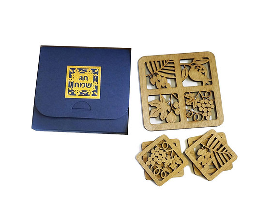 Set of 4 Natural Wood Coasters and a Place-Mat.