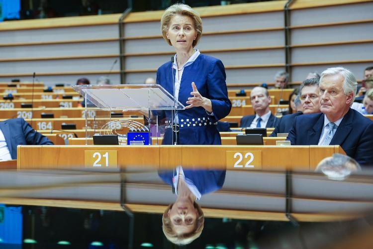 La presidente della Commissione Europea Ursula von der Leyen e il capo negoziatore Michel Barnier
