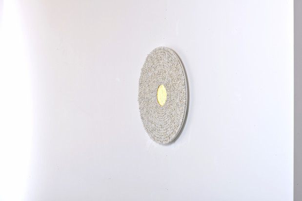 Mandala, carrara marble and gold leaf on wood panel, 50 cm, 2019. © photo Serge Verheylewegen
