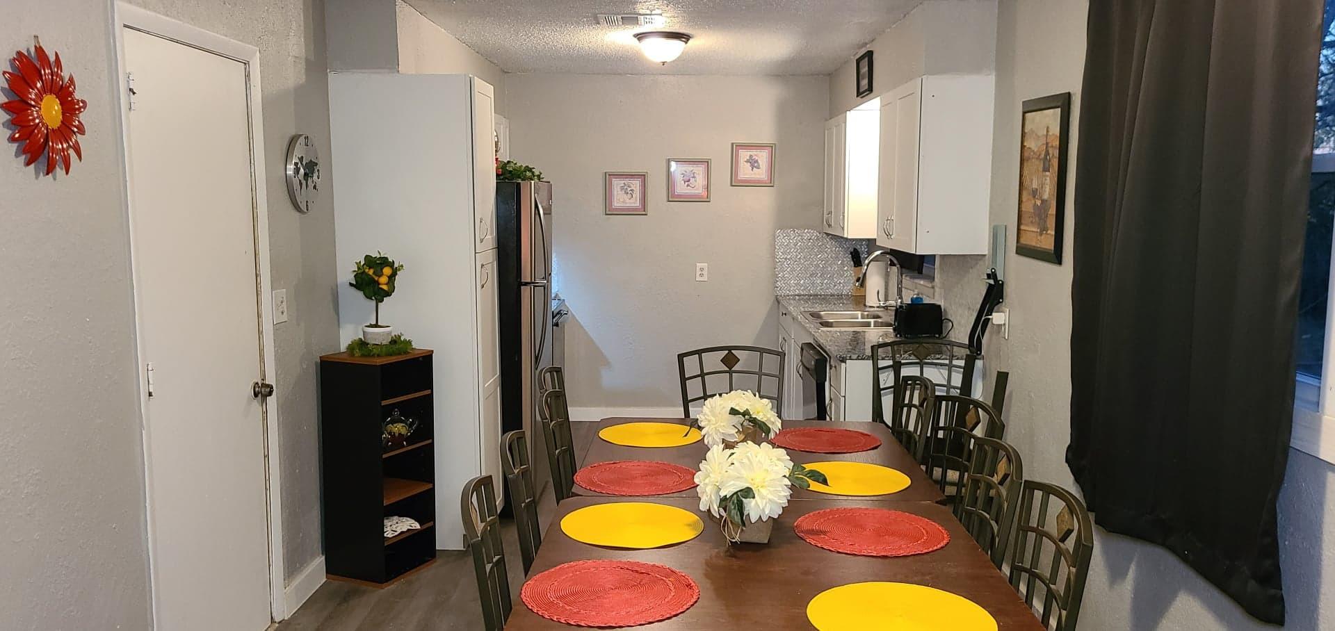 Kitchen table 2.jpg