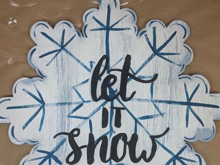 """Let It Snow"" Wreath Rail 