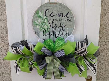 DIY Come On In Wreath Tutorial
