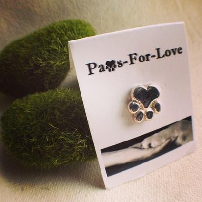 Large paw pin