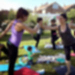 Yoga-pilates posparto en el parque en Mamimaternal Majadahonda C.Maternoinfantil