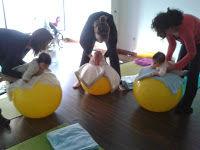 Pilates para bebés con pelotas en Mamimaternal centro maternoinfantil Majadahonda