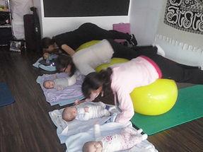 Yoga-pilates posparto acompañada de tu bebé en Mamimaternal Majadahonda