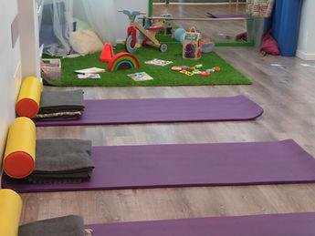 Yoga-pilates embarazo sin separarte de tu hijo en espacio Montessori ideal para los niños en Majadahonda, Las Rozas, Pozuelo, Boadilla, Villanueva del P.,Aravaca