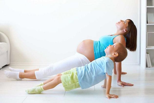 Yogapilates embarazo con tu hijo/a, yoga prenatal sin separarte de tu hijo/a en Majadahonda Madrid Noroeste