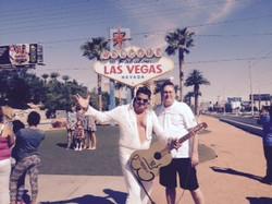 Elvis ( Mark Rumpler)