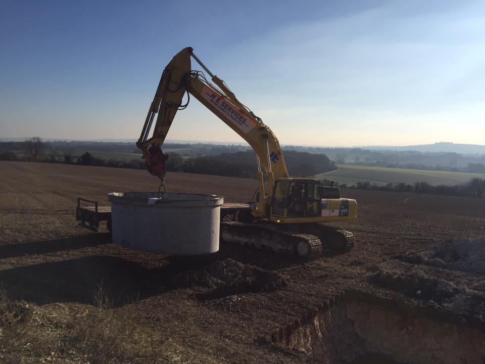 Lifting a new pre-cast concrete reservoi