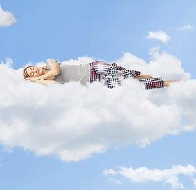 donna su nuvola.jpg