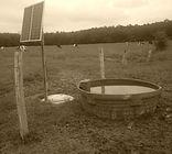 Pompe avec panneaux  solaires. Pour abreuver des bovins en été.