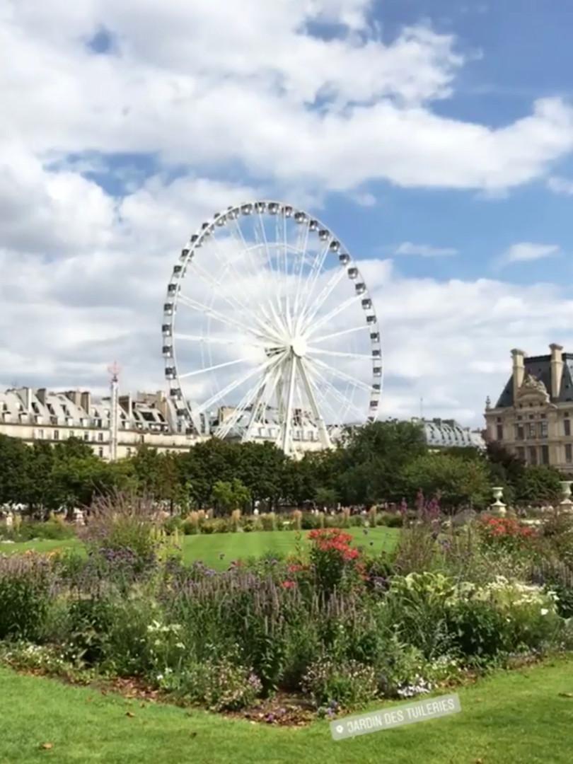 Entertainement in Jardin des Tuilleries.