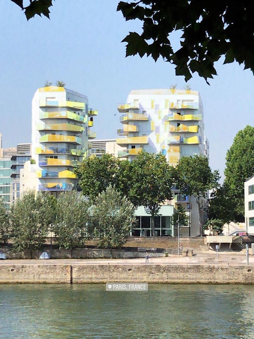 Contemporary touches around _La Seine_